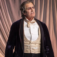 "Review: Rupert Everett brings Oscar Wilde to the stage in ""The Judas Kiss."""