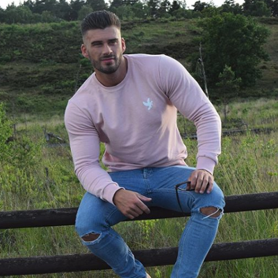 Fitness model Liam Jolley really wants you to see his cock