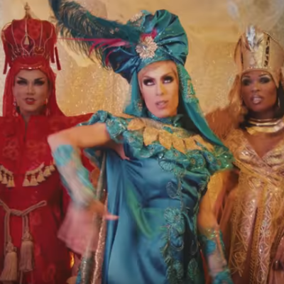 """We Three Queens"" with Manila, Peppermint and Alaska"