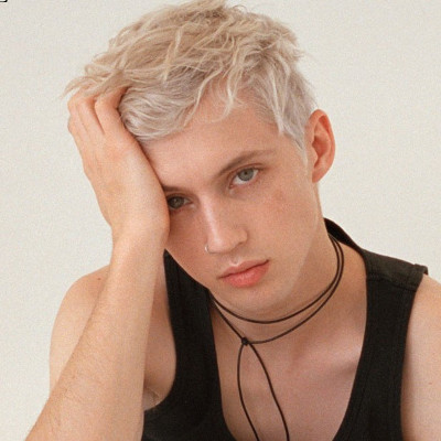 "Troye Sivan's new single ""Bloom"" is about bottoming"