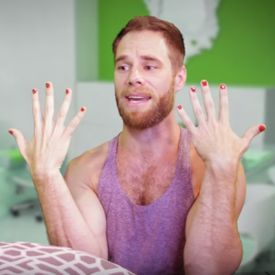Comedian Michael Henry is now a manicurist!