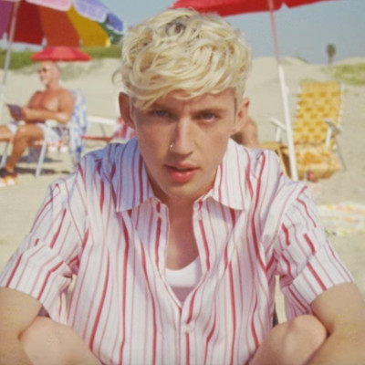 Troye Sivan crushes on a sexy bartender in new video
