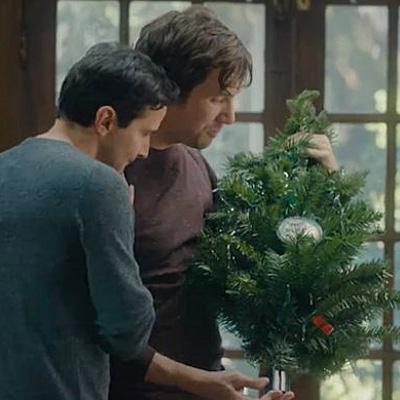 Hallmark releases gay-themed Christmas ad
