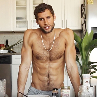 "Sexy chef shows off his kitchen skills on ""Ellen"""